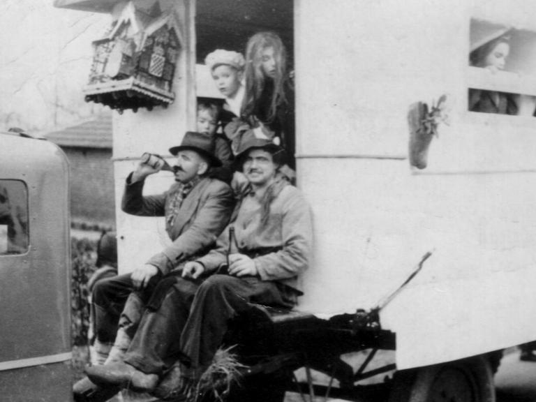 groep op wagen 1954